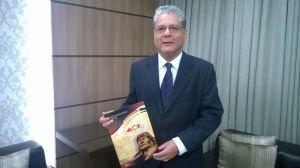 Presidente CSP-MG, João Paulo Mello, exibe relatório de atividades, aprovado em assembleia