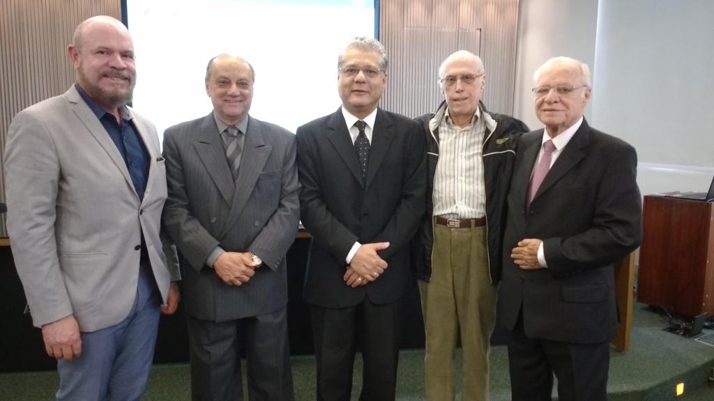 Hélio Marcelino Loreno, José Osvaldo de Miranda, João Paulo Mello (pres. CSP-MG), Roberto Silva Barbosa e José Horta Bregunci: membros do Conselho Consultivo