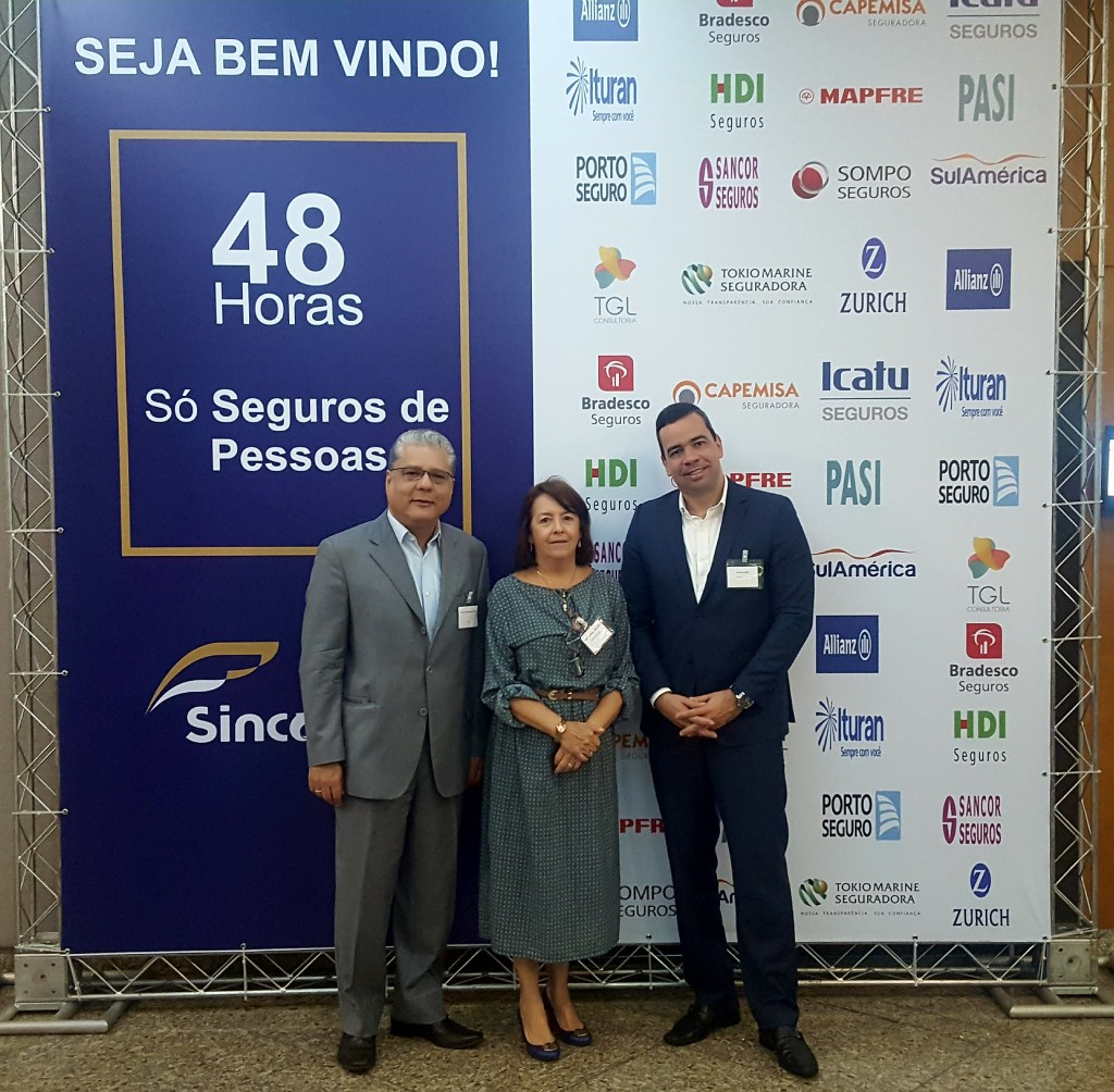 João Paulo Mello (pres. do CSP-MG), Maria Filomena Branquinho (pres do Sincor-MG) e Antônio Edmir Ribeiro (diretor Social do Clube)