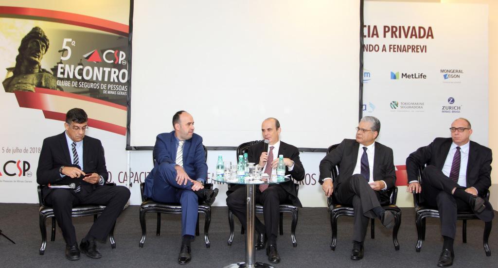 Mauricio Tadeu (diretor do CSP-MG), Gustavo Bentes (vice-pres. do Sincor-MG), Edson Franco (pres. da FenaPrevi), João Paulo Mello (pres. CSP-MG) e Rogério Gebin (diretor do SindSeg MG/GO/MT/DF)