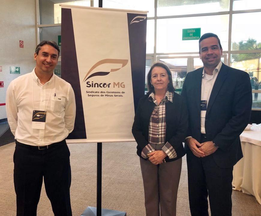 Sergio Prates (vice-presidente do CSP-MG), Maria Filomena Branquinho (presidente do Sincor-MG) e Antônio Edmir (diretor Social do Clube)