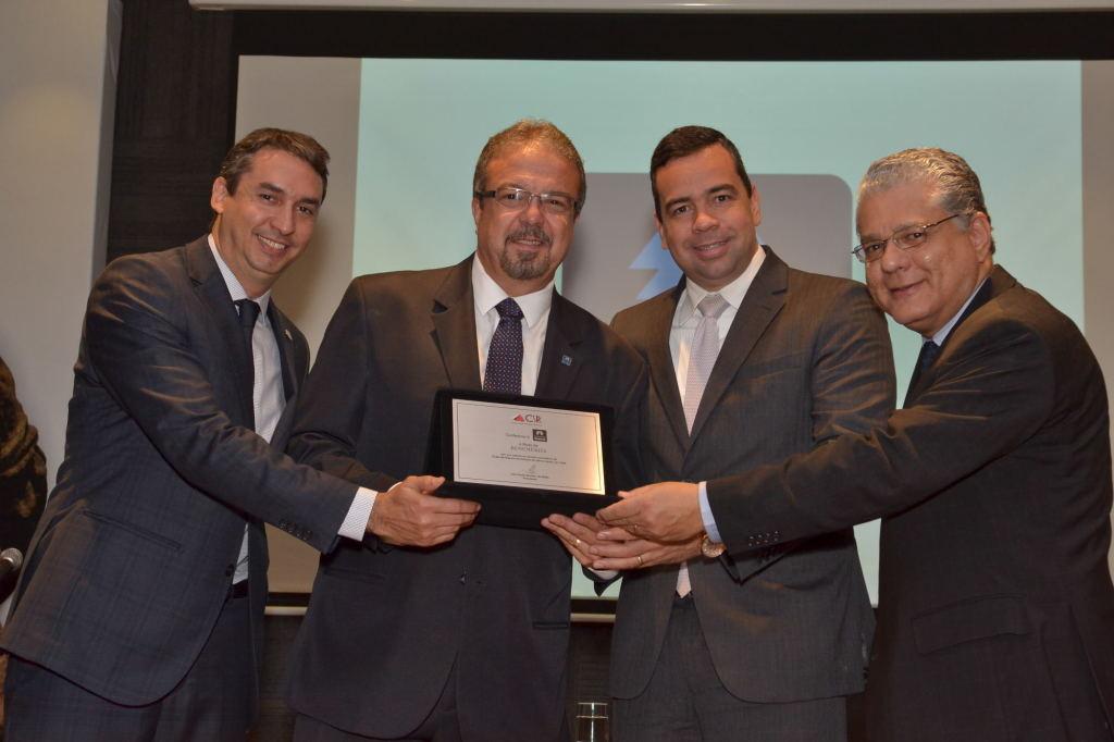 Sergio Prates (vice-presidente do CSP-MG), Ronaldo Pires (executivo da Seguros Unimed), Antônio Edmir Ribeiro (diretor Social) e João Paulo Mello (presidente do Clube)