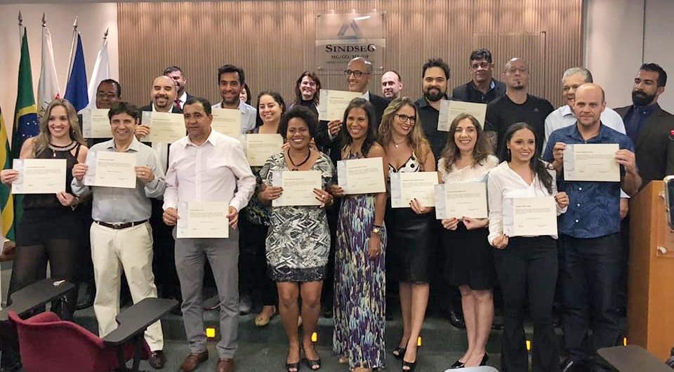 Novos corretores de seguros receberam certificados durante solenidade realizada em Belo Horizonte