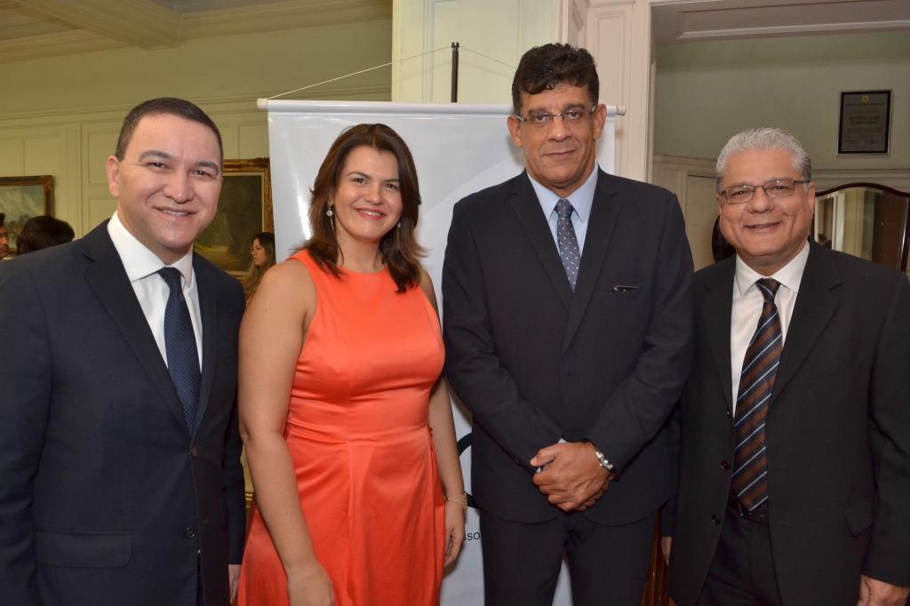 Silas Kasahaya (pres. do CVG-SP), Nívea Barros (coordenadora da Unidade Minas Gerais da Escola Nacional de Seguros), Mauricio Tadeu e João Paulo Mello