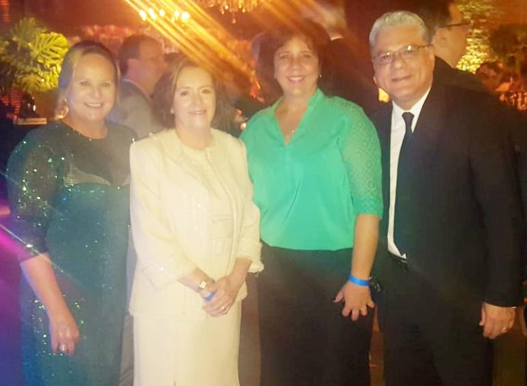 Enea Faria (esposa do homenageado Alexandre Faria), Maria Filomena Branquinho (pres. do Sincor-MG), e o casal Nayara e João Paulo