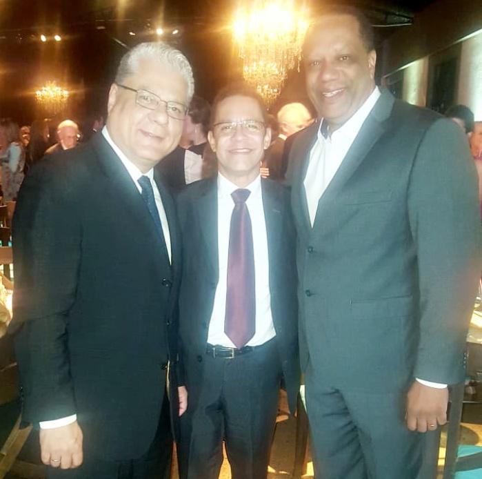 João Paulo, Jefferson Chadid de Oliveira (pres. do Clubcor-MG) e Edilon Mesquita (superintendente da Bradesco Seguros)