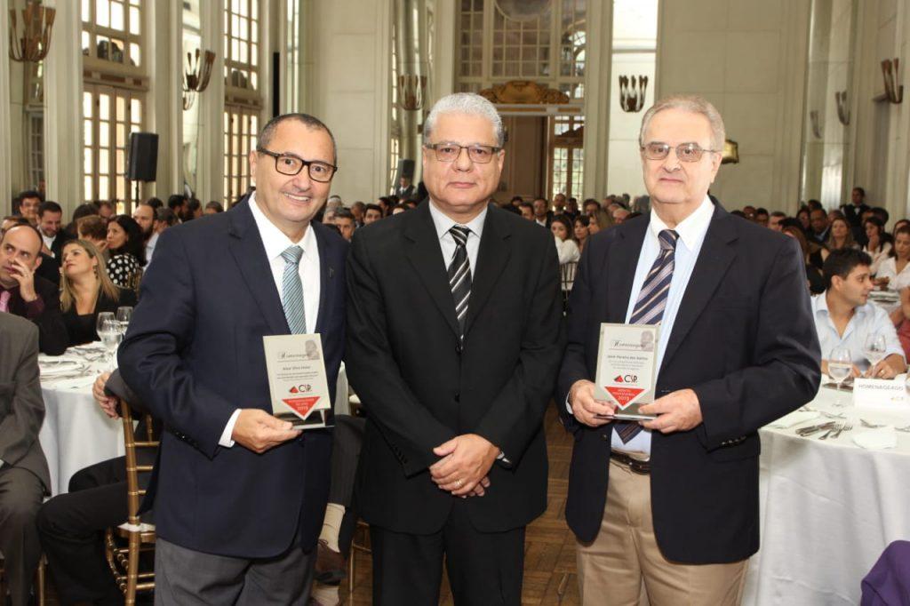 CSP-MG realiza confraternização e homenageia personalidades do setor